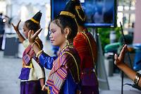 BMZ Tag der offenen Tür 2015, Hauptbühne, Begrüßnungstanz, Laos