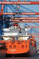 Containerschiffe Rio Madeira an der CTA: EUROPA, DEUTSCHLAND, HAMBURG, (EUROPE, GERMANY), 27.03.2013: Containerschiffe Rio Madeira an der CTA. Der HHLA Container Terminal Altenwerder (CTA) mit dem 1.400 Meter langen Ballinkai im Stadtteil Altenwerder von Hamburg ist derzeit einer der weltweit modernsten Containerterminals. Er gehoert der Hamburger Hafen und Logistik AG (HHLA) (74,9 %) und der Hapag-Lloyd AG (25,1 %) und befindet sich am Koehlbrand, einem Seitenarm der Elbe, zwischen Kattwyk-Bruecke und Koehlbrandbruecke. Der CTA ist neben dem Eurogate-Containerterminal Hamburg, dem HHLA Containerterminal Buchardkai und dem HHLA Containerterminal Tollerort einer von derzeit vier Containerterminals in Hamburg. Der Betrieb auf der CTA lauft teilautomatisiert.