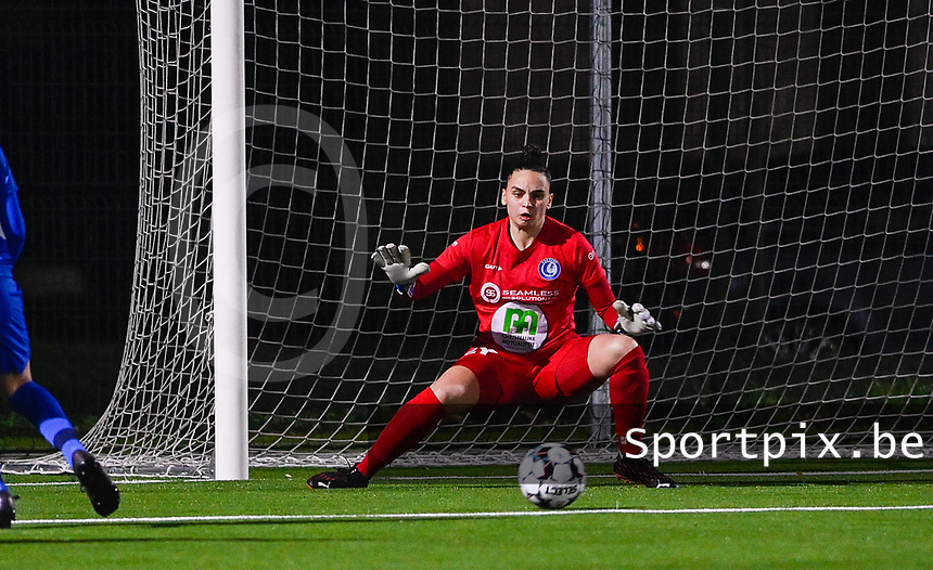 goalkeeper Nicky Evrard (1) of AA Gent pictured in action during a female soccer game between  Racing Genk Ladies and AA Gent Ladies on the eleventh matchday of the 2020 - 2021 season of Belgian Scooore Womens Super League , friday 22 th of January 2021  in Genk , Belgium . PHOTO SPORTPIX.BE | SPP | DAVID CATRY