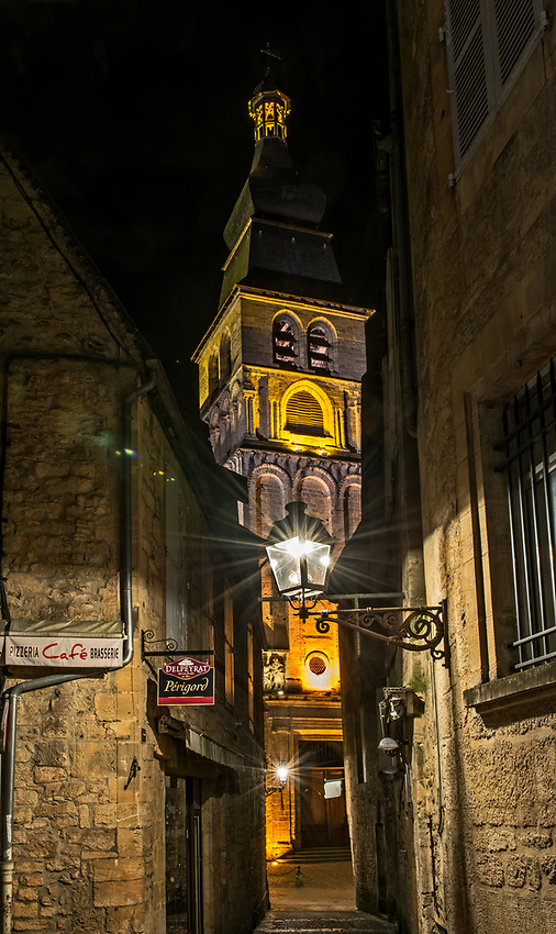 Night view of the Cathedral of Saint-Sacerdos in Sarlat-la-Canéda