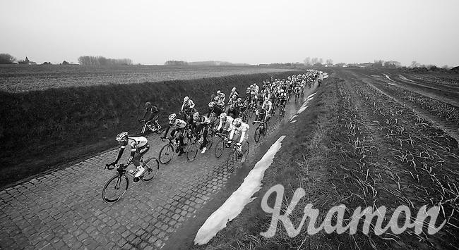 E3 Prijs Harelbeke.peloton over the Holleweg