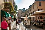 Italy, Piedmont, Orta San Giulio: restaurants in old town | Italien, Piemont, Orta San Giulio: Restaurants in der Altstadt