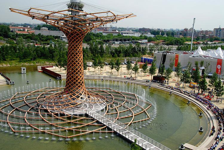Milan 30 May 2015<br /> EXPO 2015.<br /> Veduta dalla terrazza del Padiglione Italia dell'albero della vita.<br /> View from the terrace of the Italian Pavilion of the tree of life.<br /> Photo Livio Senigalliesi