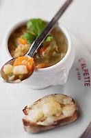 Europe/France/Rhône-Alpes/74/Haute-Savoie/Megève: Soupe dite: aux cailloux, soupe de légumes au Restaurant d'Altitude: L'Alpette au sommet de Rochebrune