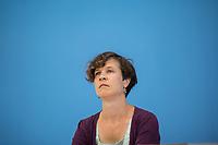 Am Freitag den 16. August 2019 forderten Umweltverbaende in Berlin auf einer gemeinsamen Pressekonferenz  Sofortmassnahmen im Klimaschutz.<br /> Vertreter des Deutschen Naturschutzring, vom BUND, der Kampagnenorganisation Campact, Greenpeace und dem WWF uebten scharfe Kritik an den bisherigen Massnahmen der Bundesregierung und forderten u.a. eine massiven Abbau klimaschaedlicher Subventionen und den schnelleren Ausstieg aus der Kohlekraft.<br /> Im Bild: Antje von Broock, stellv. Bundesgeschaeftsfuehrerin BUND.<br /> 16.8.2019, Berlin<br /> Copyright: Christian-Ditsch.de<br /> [Inhaltsveraendernde Manipulation des Fotos nur nach ausdruecklicher Genehmigung des Fotografen. Vereinbarungen ueber Abtretung von Persoenlichkeitsrechten/Model Release der abgebildeten Person/Personen liegen nicht vor. NO MODEL RELEASE! Nur fuer Redaktionelle Zwecke. Don't publish without copyright Christian-Ditsch.de, Veroeffentlichung nur mit Fotografennennung, sowie gegen Honorar, MwSt. und Beleg. Konto: I N G - D i B a, IBAN DE58500105175400192269, BIC INGDDEFFXXX, Kontakt: post@christian-ditsch.de<br /> Bei der Bearbeitung der Dateiinformationen darf die Urheberkennzeichnung in den EXIF- und  IPTC-Daten nicht entfernt werden, diese sind in digitalen Medien nach §95c UrhG rechtlich geschuetzt. Der Urhebervermerk wird gemaess §13 UrhG verlangt.]