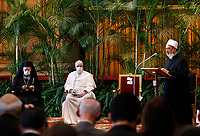 """Sheik Ahmad el-Tayeb, grand imam of Egypt's al-Azhar mosque and university, addresses the meeting, """"Faith and Science: Towards COP26,"""" attended by Pope Francis and other religious leaders in the Hall of Benedictions at the Vatican Oct. 4, 2021. The meeting was part of the run-up to the U.N. Climate Change Conference, called COP26, in Glasgow, Scotland, Oct. 31 to Nov. 12, 2021."""