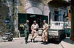 Nicosia, Nikosia, Greek & UN-soldiers at checkpoint, Cyprus, Zypern