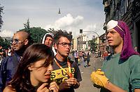 genova luglio 2001, proteste contro il g8. la manifestazione si ferma in seguito  a scontri --- genoa july 2001, protests against g8 summit. demonstration stops because of riots