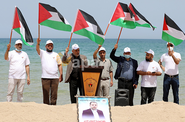 Palestinians take part in a protest to solidarity prisoners hunger strike in Israeli jails against administrative detention, at the coast of Gaza city, on April 3, 2021. Photo by Ramadan Elagha