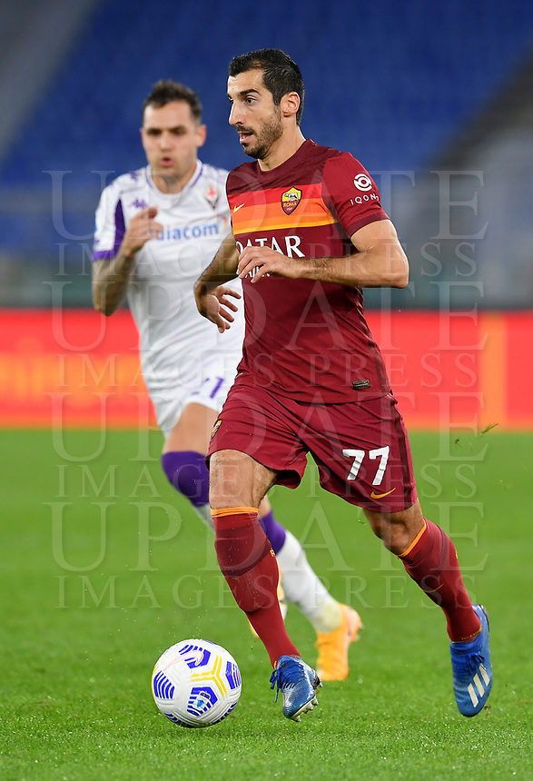 Football, Serie A: AS Roma - Fiorentina, Olympic stadium, Rome, November 1, 2020. <br /> Roma's Henrich Mkhitaryan in action during the Italian Serie A football match between Roma and Fiorentina at Olympic stadium in Rome, on November 1, 2020. <br /> UPDATE IMAGES PRESS/Isabella Bonotto