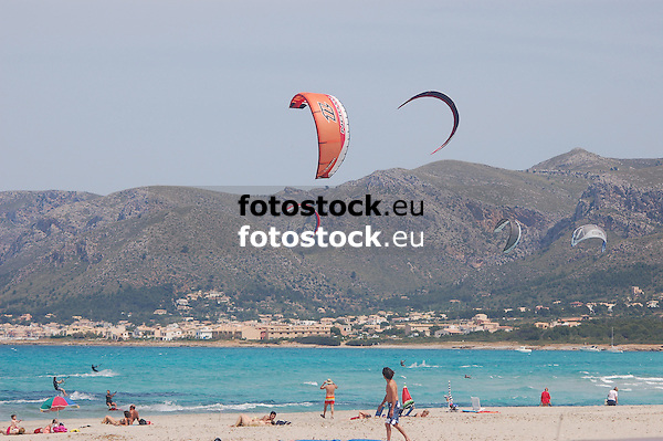 Kite surfing at the beach of Son Serra de Marina<br /> <br /> 3008 x 2000 px<br /> 150 dpi: 50,94 x 33,87 cm<br /> 300 dpi: 25,47 x 16,93 cm