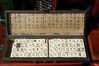 China, Peking (Beijing), auf dem Panjiayuan -Markt, Panjiayuan Lu/Dongsanhuan Nanlu, Mahjong-Steine