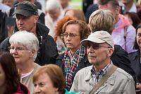 """""""Marsch fuer das Leben"""" des konservativen Bundesverbandes Lebensrecht (BVL) am Samstag den 17. September 2016 in Berlin. Mehrere tausend Lebensschuetzer zogen mit dem jaehrlichen """"Marsch fuer das Leben"""". Sie sind gegen ein Selbsbestimmungsrecht der Frau und fuer ein Verbot von Abtreibung.<br /> Gegnerinnen und Gegner der christlichen Fundamentalisten protestierten lautstark und riefen """"Mittelalter, Mittelalter!"""" und """"Haett Maria abgetrieben, waert ihr uns erspart geblieben"""".<br /> In der Bildmitte: Beatrix von Storch, AfD.<br /> 17.9.2016, Berlin<br /> Copyright: Christian-Ditsch.de<br /> [Inhaltsveraendernde Manipulation des Fotos nur nach ausdruecklicher Genehmigung des Fotografen. Vereinbarungen ueber Abtretung von Persoenlichkeitsrechten/Model Release der abgebildeten Person/Personen liegen nicht vor. NO MODEL RELEASE! Nur fuer Redaktionelle Zwecke. Don't publish without copyright Christian-Ditsch.de, Veroeffentlichung nur mit Fotografennennung, sowie gegen Honorar, MwSt. und Beleg. Konto: I N G - D i B a, IBAN DE58500105175400192269, BIC INGDDEFFXXX, Kontakt: post@christian-ditsch.de<br /> Bei der Bearbeitung der Dateiinformationen darf die Urheberkennzeichnung in den EXIF- und  IPTC-Daten nicht entfernt werden, diese sind in digitalen Medien nach §95c UrhG rechtlich geschuetzt. Der Urhebervermerk wird gemaess §13 UrhG verlangt.]"""