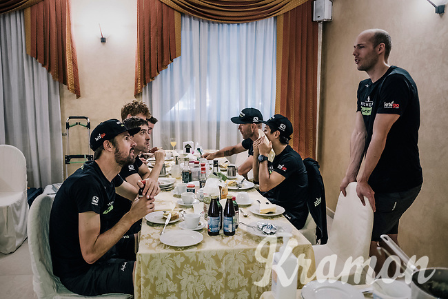important breakfast for Team Mitchelton-Scott ahead of a very  important stage<br /> <br /> stage 19: Venaria Reale - Bardonecchia (184km)<br /> 101th Giro d'Italia 2018