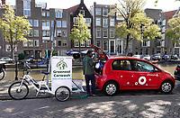 Nederland Amsterdam- 2020.  Een Greenwheels auto wordt gewassen door Greenest Carwash.   Foto mag niet in negatieve / schadelijke context gepubliceerd worden.   Foto ANP / Hollandse Hoogte / Berlinda van Dam