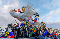 Europe, Italy, Tuscany, Viareggio, the  chariot entitled the peace of crystal, of Fabrizio Galliwith teir figures