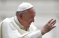 Papa Francesco saluta i fedeli al termine dell'udienza generale del mercoledi' in Piazza San Pietro, Citta' del Vaticano, 28 giugno 2017.<br /> Pope Francis waves to faithful as he leaves at the end of his weekly general audience in St. Peter's Square at the Vatican, on June 28, 2017.<br /> UPDATE IMAGES PRESS/Isabella Bonotto<br /> <br /> STRICTLY ONLY FOR EDITORIAL USE