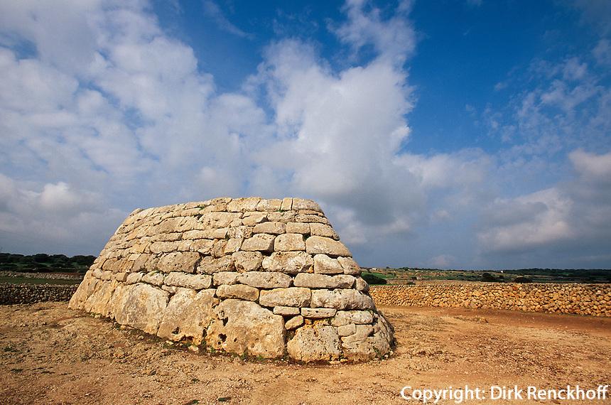 Spanien, Menorca, neolithisches Beinhaus Naveta d'es Tudons aus der frühen Talayot-Zeit