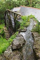 France, Bretagne, (29), Finistère, Cap Sizun, Beuzec-Cap-Sizun: Moulin de Kériolet, ce moulin a eau se trouve dans le vallon du Kériolet dans la zone protégée de la pointe du Millier - Ce moulin produit de la farine de blé noir et sarrazin - la roue à augets // France, Brittany, Car Sizun, Beuzec Cap Sizun:  Kériolet mill, this water mill is in the Kériolet valley in the protected area of Pointe du Millier - This mill produces flour buckwheat and buckwheat