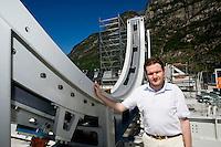 Airlight Energy, Biasca, macchina fabbricazione travi per collettore solare. Ingegnere Andrea Pedretti responsabile tecnologia