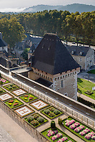France, Aquitaine, Pyrénées-Atlantiques, Béarn, Pau: Le château où naquit le roi Henri IV , les jardins renaissance  //  France, Pyrenees Atlantiques, Bearn, Pau:  14th century castle, place of birth of king Henry IV , Gardens, Renaissance style