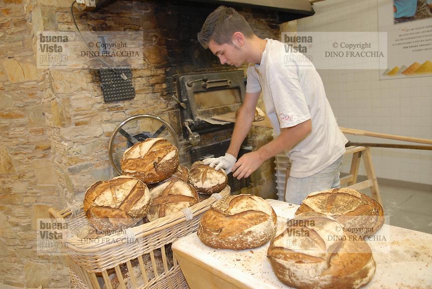 - Eataly, market for the sale of quality Italian food, bread oven<br /> <br /> - Eataly, market per la vendita del cibo italiano di qualità, forno per il pane