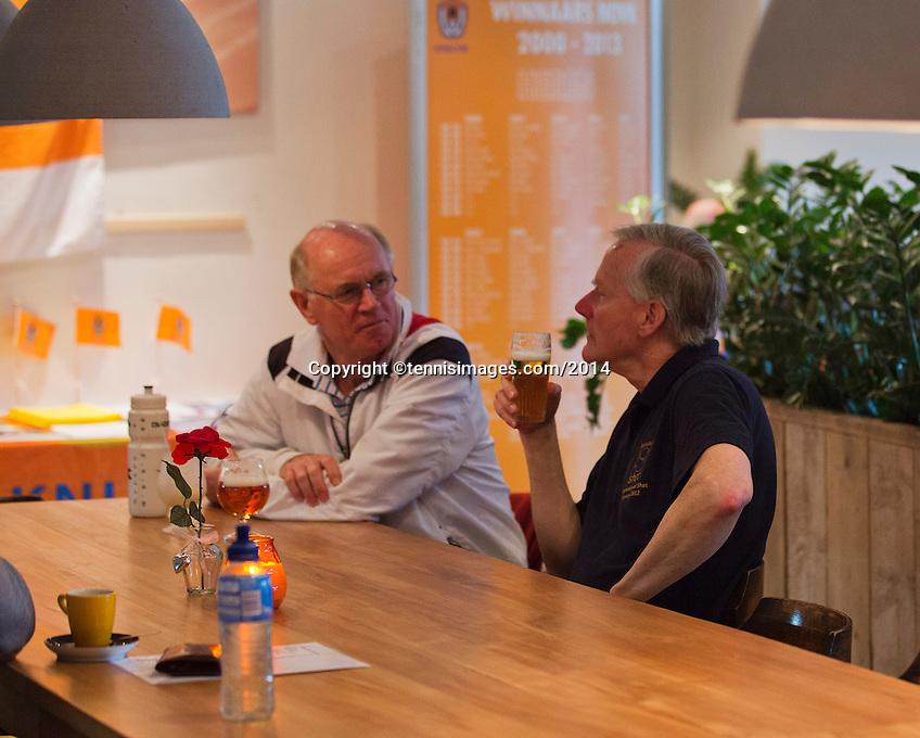 Hilversum, The Netherlands, 05.03.2014. NOVK ,National Indoor Veterans Championships of 2014, a beer after the match<br /> Photo:Tennisimages/Henk Koster