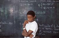 Mozambico, alunno di un istituto tecnico a Nampula.