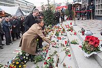 Offizielles Gedenken durch berliner Politiker am 2.Jahrestag des Terroranschlag durch den islamistischen Terroristen Anis Amri auf den Weihnachtsmarkt am Berliner Breitscheidplatz am 19. Dezember 2016.<br /> Im Bild: Eine Betroffene mit Blumen fuer die Opfer. Der CDU-Fraktionsvorsitzende im Berliner Abgeordnetenhaus, Burkard Dregger und die Sprecherin der Opfer, Astrid Passin helfen ihr beim niederlegen.<br /> 19.12.2018, Berlin<br /> Copyright: Christian-Ditsch.de<br /> [Inhaltsveraendernde Manipulation des Fotos nur nach ausdruecklicher Genehmigung des Fotografen. Vereinbarungen ueber Abtretung von Persoenlichkeitsrechten/Model Release der abgebildeten Person/Personen liegen nicht vor. NO MODEL RELEASE! Nur fuer Redaktionelle Zwecke. Don't publish without copyright Christian-Ditsch.de, Veroeffentlichung nur mit Fotografennennung, sowie gegen Honorar, MwSt. und Beleg. Konto: I N G - D i B a, IBAN DE58500105175400192269, BIC INGDDEFFXXX, Kontakt: post@christian-ditsch.de<br /> Bei der Bearbeitung der Dateiinformationen darf die Urheberkennzeichnung in den EXIF- und  IPTC-Daten nicht entfernt werden, diese sind in digitalen Medien nach §95c UrhG rechtlich geschuetzt. Der Urhebervermerk wird gemaess §13 UrhG verlangt.]