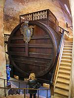 Wenfass im Schloss, Heidelberg, Baden-Württemberg, Deutschland, Europa<br /> Wine barrel inside the castle, Heidelberg, Baden-Wuerttemberg, Germany, Europe