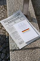 """Etwa 3 dutzend Menschen versuchten am Samstag den 28. Maerz 2020 in Berlin-Mitte, trotz einem allgemeinen Versammlungsverbot durch die Behoerden sich zu einer """"Hygienedemo"""" zu versammeln. Ihre Forderung war """"fuer unsere Verfassung, das Grundgesetz, sowie Transparenz, Pressefreiheit, Wahlen und vollstaendige Demokratie & Transparenz bei der Einsetzung neuer Wirtschaftsgesetze in Form einer """"Verfassung der Oekonomie"""".<br /> Es wurden Exemplare des Grundgesetz verteilt. Die Polizei forderte die Menschen auf sich zu zerstreuen und nach ca. 30 Minuten nahm sie von Menschen, die der Aufforderung nicht nachkamen die Personalien auf und erteilte Platzverweise.<br /> Aufgerufen zu der Aktion hatte eine Gruppe namens """"nichtohneuns.de"""".<br /> Im Bild: Ein Exemplar des Grundgesetz und ein Flugblatt mit Passagen aus dem Grundgesetz.<br /> 28.3.2020, Berlin<br /> Copyright: Christian-Ditsch.de<br /> [NUR FUER REDAKTIONELLE ZWECKE! Werbung nur auf Anfrage beim Fotografen. Inhaltsveraendernde Manipulation des Fotos nur nach ausdruecklicher Genehmigung des Fotografen. Vereinbarungen ueber Abtretung von Persoenlichkeitsrechten/Model Release der abgebildeten Person/Personen liegen nicht vor. NO MODEL RELEASE! Don't publish without copyright Christian-Ditsch.de, Veroeffentlichung nur mit Fotografennennung, sowie gegen Honorar, MwSt. und Beleg. Konto: I N G - D i B a, IBAN DE58500105175400192269, BIC INGDDEFFXXX, Kontakt: post@christian-ditsch.de<br /> Bei der Bearbeitung der Dateiinformationen darf die Urheberkennzeichnung in den EXIF- und  IPTC-Daten nicht entfernt werden, diese sind in digitalen Medien nach §95c UrhG rechtlich geschuetzt. Der Urhebervermerk wird gemaess §13 UrhG verlangt.]"""