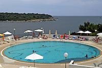 - piscina di un hotel a punta Verudela ..- swimming pool of a hotel at cape Verudela