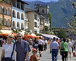 CHE, Schweiz, Tessin, Ascona am Lago Maggiore: auf der Promenade reihen sich Cafes und Restaurants aneinander | CHE, Switzerland, Ticino, Ascona at Lago Maggiore: cafes and restaurants at the promenade