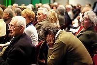 """milano, assemblea pubblica di discussione del progetto citylife con l'assessore allo sviluppo del territorio masseroli e gli abitanti del quartiere fiera --- milan, pubblic assembly for the discussion of """"citylife"""", new city plan project for the fiera district, with the town planning councillor Masseroli and the citizens"""