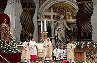 Papa Francesco celebra la Messa dell'Epifania nella Basilica di San Pietro, Città del Vaticano, 6 gennaio 2017.<br /> Pope Francis leads the Epiphany Mass in Saint Peter's Basilica at the Vatican, on January 6 2017.<br /> UPDATE IMAGES PRESS/Isabella Bonotto<br /> <br /> STRICTLY ONLY FOR EDITORIAL USE