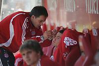 Alex Benede (FC Bayern M¸nchen) hat nach einem Zusammenprall eine Platzwunde und wird versorgt
