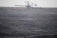 """Klimacamp """"Ende Gelaende"""" bei Proschim in der brandenburgischen Lausitz.<br /> Mehrere tausend Klimaaktivisten  aus Europa wollen zwischen dem 13. Mai und dem 16. Mai 2016 mit Aktionen den Braunkohletagebau blockieren um gegen die Nutzung fossiler Energie zu protestieren.<br /> Im Bild: Die Grube des Tagebau Welzow-Sued, in der der Tagebau stillsteht, da sich Aktivisten auf dem Gelaende befinden sollen.<br /> 14.5.2016, Proschim/Brandenburg<br /> Copyright: Christian-Ditsch.de<br /> [Inhaltsveraendernde Manipulation des Fotos nur nach ausdruecklicher Genehmigung des Fotografen. Vereinbarungen ueber Abtretung von Persoenlichkeitsrechten/Model Release der abgebildeten Person/Personen liegen nicht vor. NO MODEL RELEASE! Nur fuer Redaktionelle Zwecke. Don't publish without copyright Christian-Ditsch.de, Veroeffentlichung nur mit Fotografennennung, sowie gegen Honorar, MwSt. und Beleg. Konto: I N G - D i B a, IBAN DE58500105175400192269, BIC INGDDEFFXXX, Kontakt: post@christian-ditsch.de<br /> Bei der Bearbeitung der Dateiinformationen darf die Urheberkennzeichnung in den EXIF- und  IPTC-Daten nicht entfernt werden, diese sind in digitalen Medien nach §95c UrhG rechtlich geschuetzt. Der Urhebervermerk wird gemaess §13 UrhG verlangt.]"""