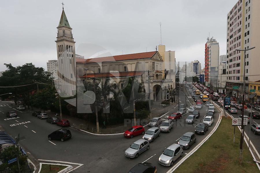 SAO PAULO, SP, 29.11.2013 - TRANSITO - Transito intenso na na avenida Francisco Matarazzo tarde desta sexta-feira, 29 (Foto: Vanessa Carvalho / Brazil Photo Press).