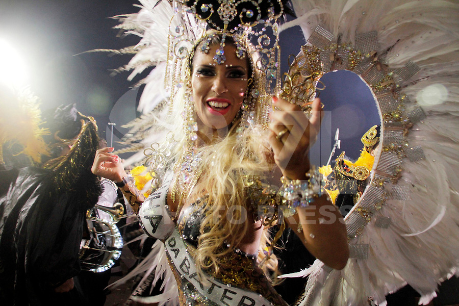 SÃO PAULO, SP, 06 DE MARÇO DE 2011 - CARNAVAL 2011 / GAVIÕES DA FIEL  - A rainha da Bateria Tatiana Minorato da Gaviões da Fiel durante o segundo dia dos desfiles as escolas do Grupo Especial de São Paulo, no Sambódromo do Anhembi, zona norte da capital paulista, na madrugada deste domingo. (06). (FOTO: ALE VIANNA / NEWS FRE).