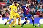 FC Barcelona's Jordi Alba (r) and Atletico de Madrid's Saul Niguez during La Liga match. March 4,2018. (ALTERPHOTOS/Acero)