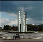 La nuova città di Torino, completata per le olimpiadi del 2006. Le sculture di Arnaldo Pomodoro in largo Maroncelli.
