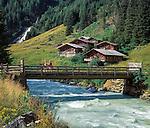 Austria, East-Tyrol, near Matrrei: Schildalm pasture huts at Tauern brooke | Oesterreich, Ost-Tirol, bei Matrei: Schildalm am Tauernbach