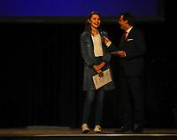 Gross-Gerau 15.03.2019: Sportlergala des Kreis Groß-Gerau<br /> Schauspielerin Leia Holtwick (Immenhof) ist als Mitglied des TV Groß-Gerau hessische Meisterin in der Leichtathletik über 200 Meter in der Halle (U18) und wird bei der Sportlergala des Kreises Groß-Gerau ausgezeichnet. Kabarettst/Moderator Christian Döring (SWR) interviewt sie<br /> Foto: Vollformat/Marc Schüler, Schäfergasse 5, 65428 R'eim, Fon 0151/11654988, Bankverbindung KSKGG BLZ. 50852553 , KTO. 16003352. Alle Honorare zzgl. 7% MwSt.