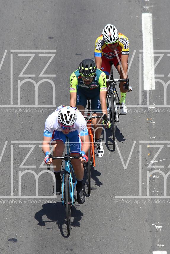 TUNJA - COLOMBIA, 13-02-2020: Pelotón de ciclistas escapados durante la tercera etapa del Tour Colombia 2.1 2020 con un recorrido de 177,7 km que se corrió entre Paipa y Sogamoso, Boyacá. / Group of bike riders scaped during the third stage of 177,7 km as part of Tour Colombia 2.1 2020 that ran between Paipa and Sogamoso, Boyaca.  Photo: VizzorImage / Darlin Bejarano / Cont
