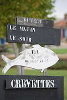 Europe/France/Aquitaine/33/Gironde/Saint-Christoly-Médoc:Port sur la Gironde Enseigne du Pécheur vente de poisson et crevettes