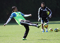 VIA SUBA A COTA-COLOMBIA-13 -01-2014 : Dayro Moreno.Entrenamiento de Los Millonarios en la Academia Verdierie al occidente de la capital, es una de las primeras practicas del año 2014 antes del inicio del campeonato oficial Liga Postobon. Dayro Moreno .Training in Los Millonarios Verdierie Academy west of the capital, is one of the first practices of 2014 before the official Postobon  League championship.Photo:VizzorImage / Felipe Caicedo / Staff