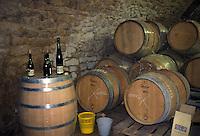 Botti in una cantina lungo la strada del vino.Barrels in a cellar along the wine route
