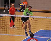 Volley Team Menen - Hotvolleys Wenen : Jeroen Balduyck met de smash<br /> foto VDB / Bart Vandenbroucke