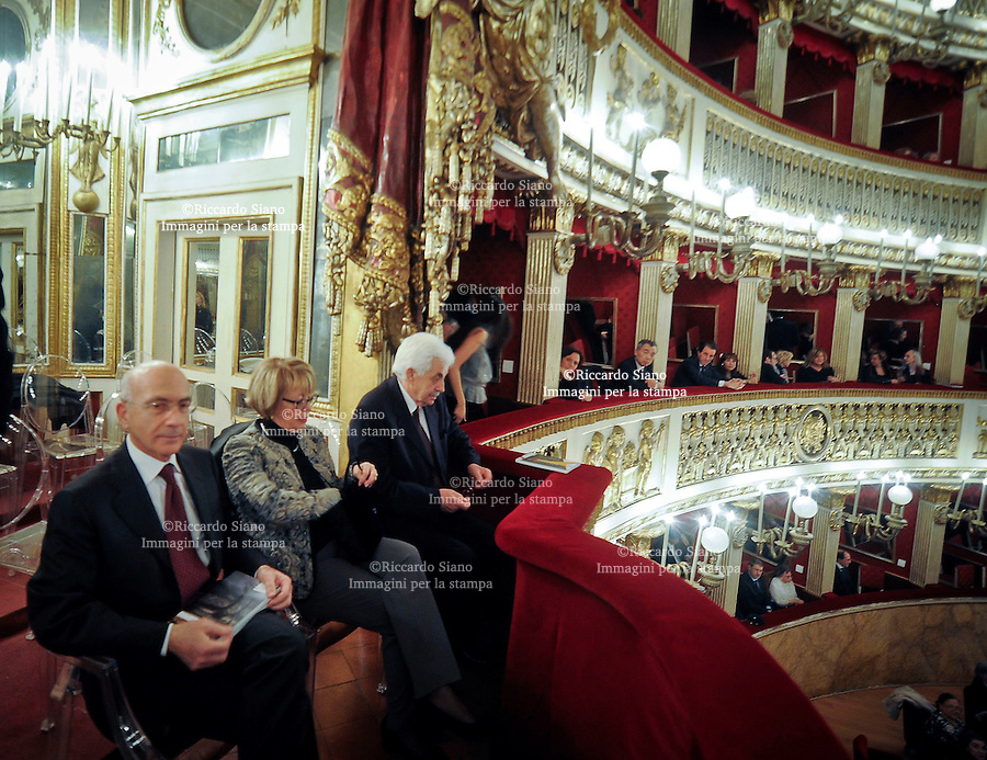 - NAPOLI 23 FEB -  Teatro San Carlo Michele Lignola e moglie con Giuseppe Tesauro