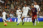 Real Madrid´s Danilo (L) and Barcelona´s Neymar Jr during 2015-16 La Liga match between Real Madrid and Barcelona at Santiago Bernabeu stadium in Madrid, Spain. November 21, 2015. (ALTERPHOTOS/Victor Blanco)